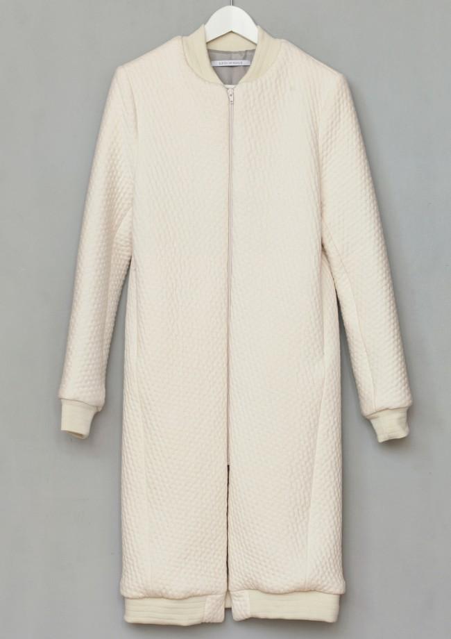 Elsien-Gringhuis_Ch3_Long-Bomber-Jacket_Just-Fashion-650x920